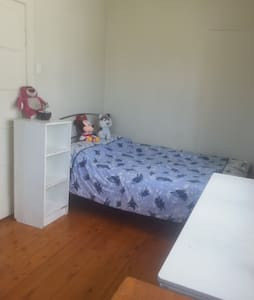 Private Double bed Room in Coorparoo Room 3 - Coorparoo - Hus