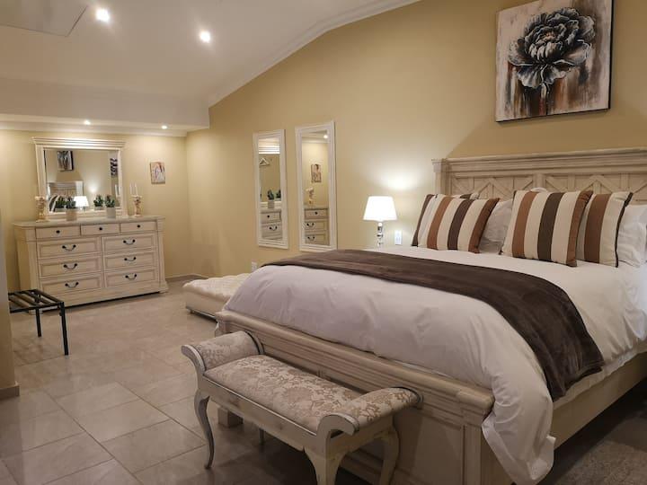 Luxury Suite - Rooiberg Resort (Ukuthula Lodge)