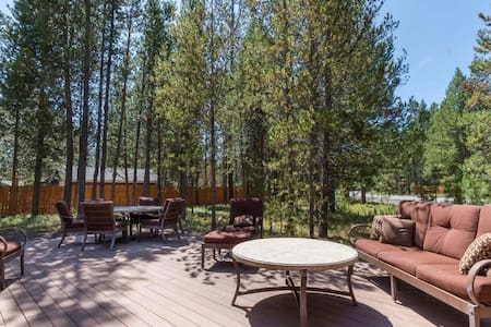 Marsh Hawk - hot tub, private fenced yard, peaceful & serene, steps from river