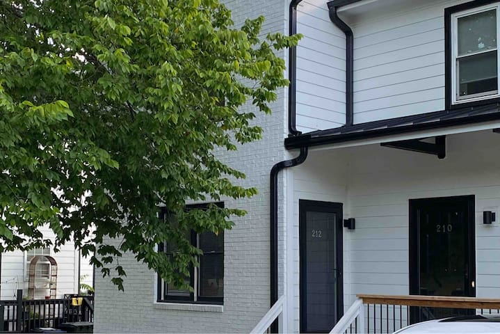 Downtown 2BR House | LOCATION & Free Parking