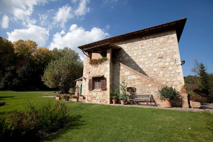 Antica casa colonica nel verde - Montepulciano - Casa