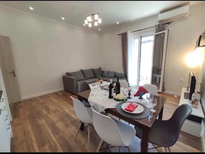 Comfy and luxurious apartment right in the city