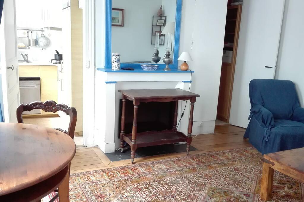 The living-room / La salle de séjour (1)