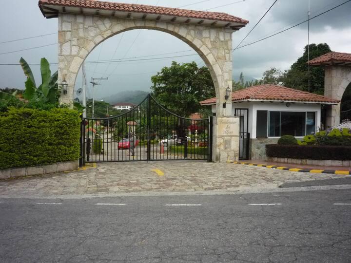 Casa de Campo Silvania Condominio los Alpes