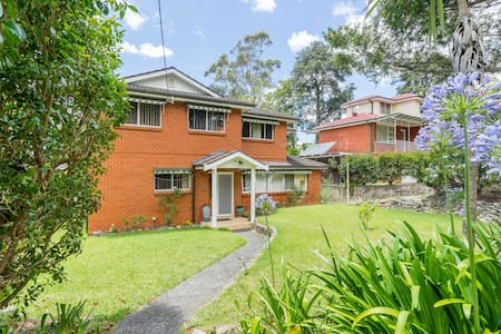 Self catering flat home away home - Thornleigh - House