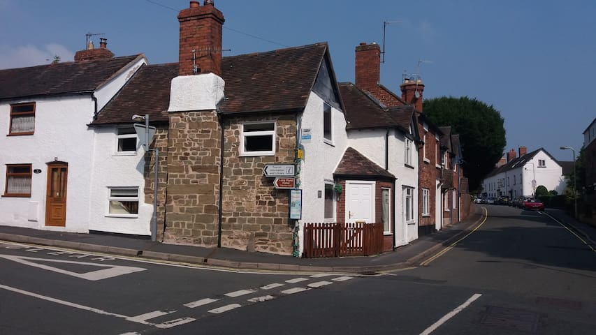 Thursdays Corner, Tudor cottage - Church Stretton - House