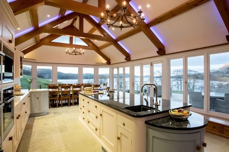 Five star lakeside house with six bedroom suites, hot tub, spa & cinema. Pet friendly