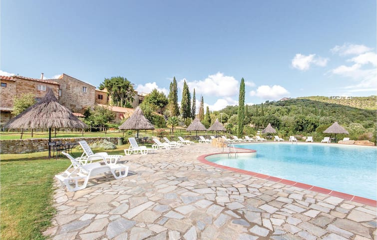 Holiday apartment with 1 bedroom on 37m² in Monticiano SI