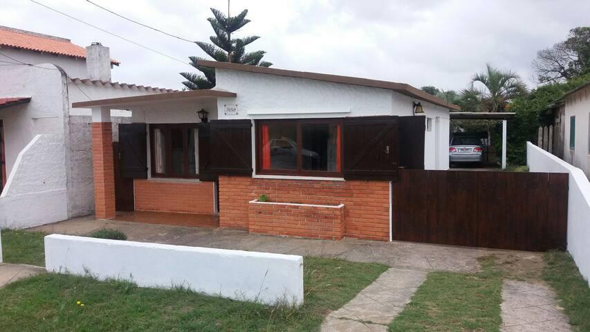 Alquiló casa sobre Costanera