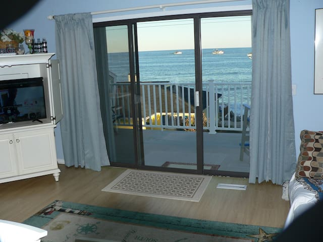 2bd 2ba top floor large balcony view of ocean/pier