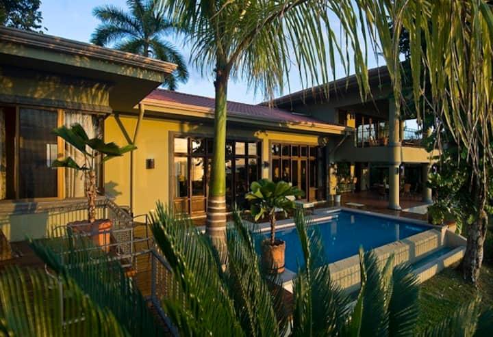 Casa Carolina - Monkeys, Birds and Ocean View!