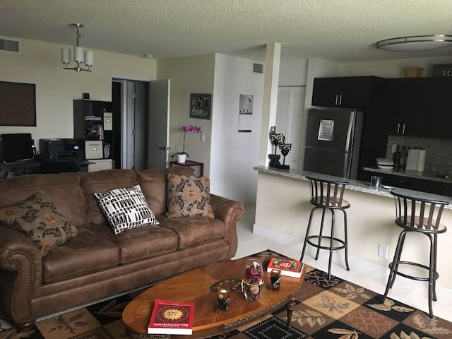 Extra space and bed for short stay! - Miramar - Apartment