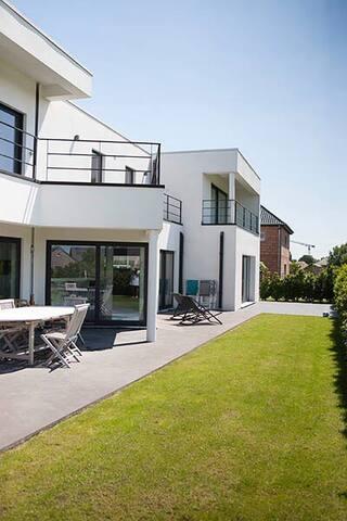 Maison moderne , 300 M2 , piscine - Mouscron - 一軒家