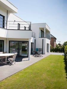Maison moderne , 300 M2 , piscine - Mouscron - Ház