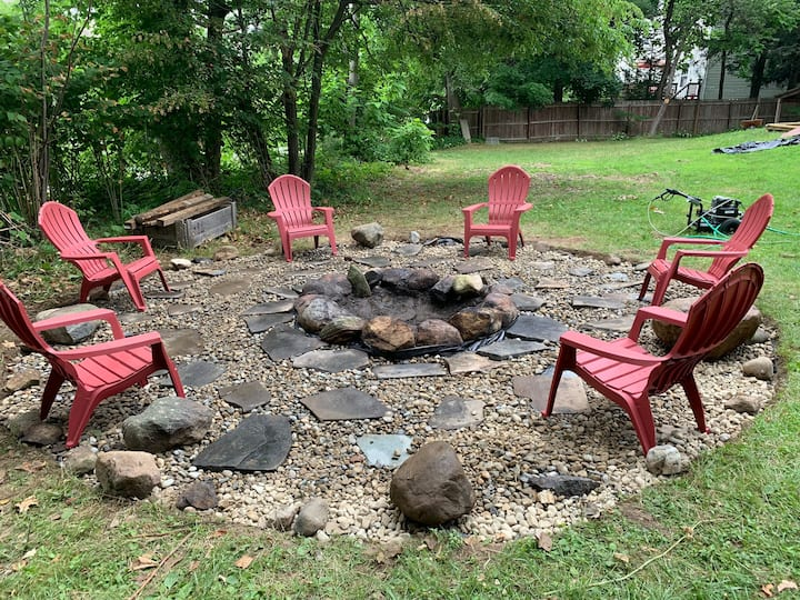 Entire House with .6 acre yard FirePit & Fireplace