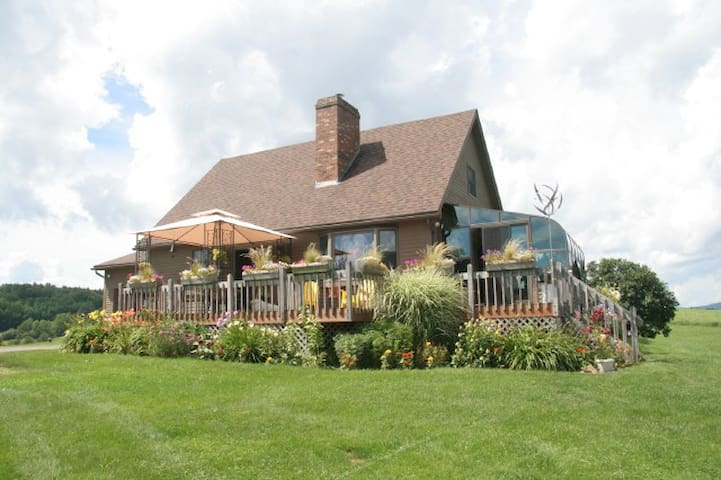 Vacation home with fabulous views - Lyndonville - Rumah