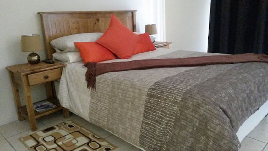 The Garden Lodge Guest , Self catering Double Room - Uitenhage - Huoneisto