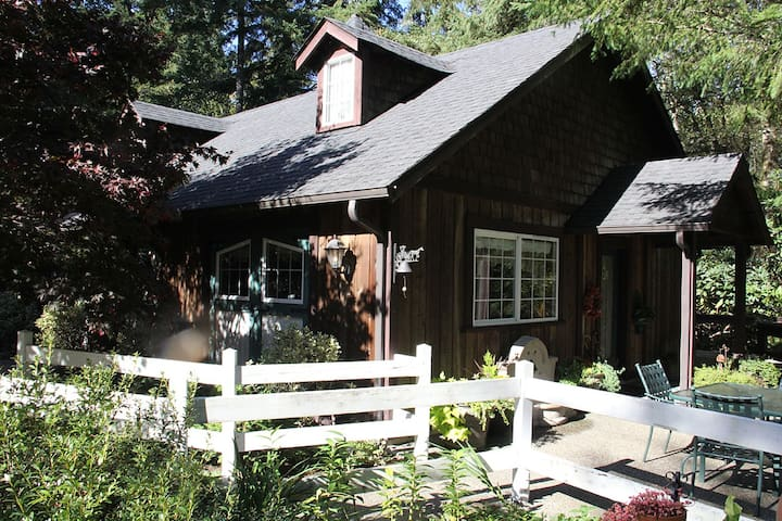 Bears Lair 1000 sq. ft. Carriage House - Gig Harbor - Bed & Breakfast