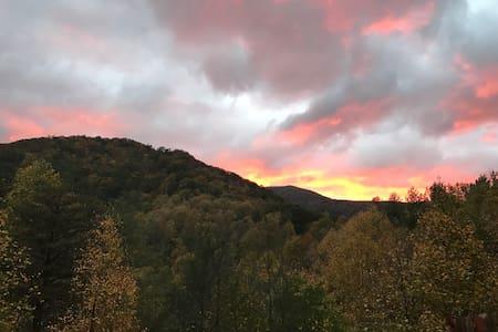 Scenic Mountain Cabin Apartment - Weaverville