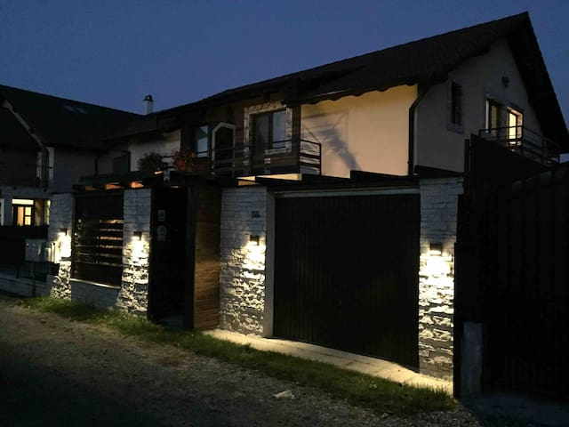 Quiet house with swimming pool 12 km far from cluj