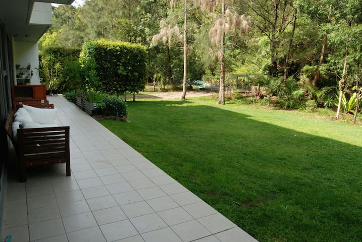 Large outdoor open living apartment - brookvale