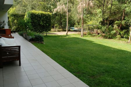 Large outdoor open living apartment - brookvale  - Byt