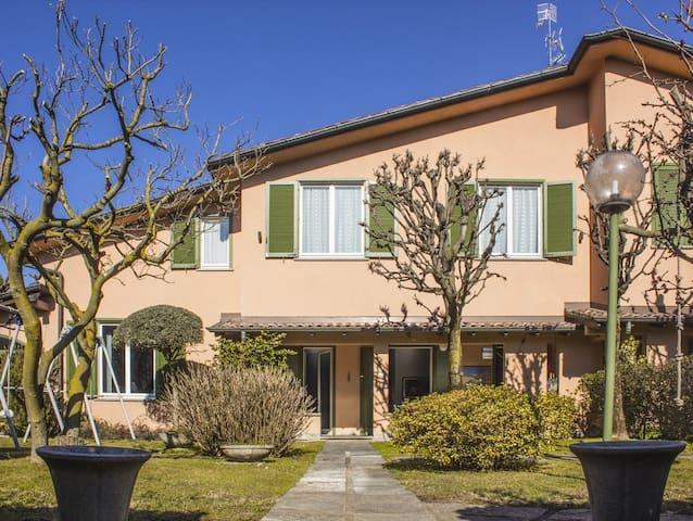 Suite in Villa, 20 min  Milano 25 min Como e Monza