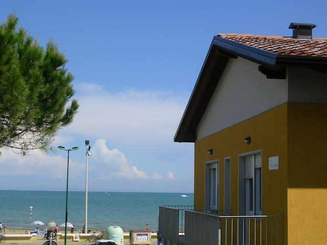 App. 30 metri dal mare - B2 primo piano WiFi free - Lignano Sabbiadoro - Departamento
