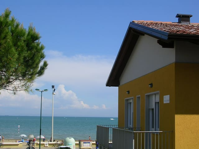 App. 30 metri dal mare - B2 primo piano WiFi free