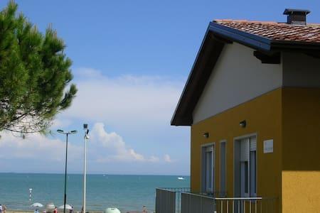 App. 30 metri dal mare - B2 primo piano WiFi free - Lignano Sabbiadoro