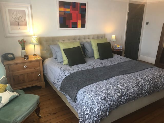 Large Double Room & Private Bathroom - N. London