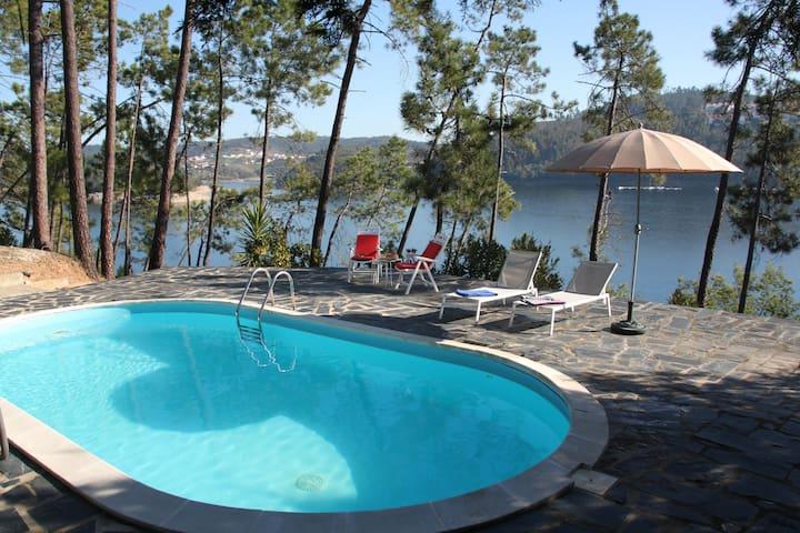 Lakefront Villa - Casa dos Vidros - Haus