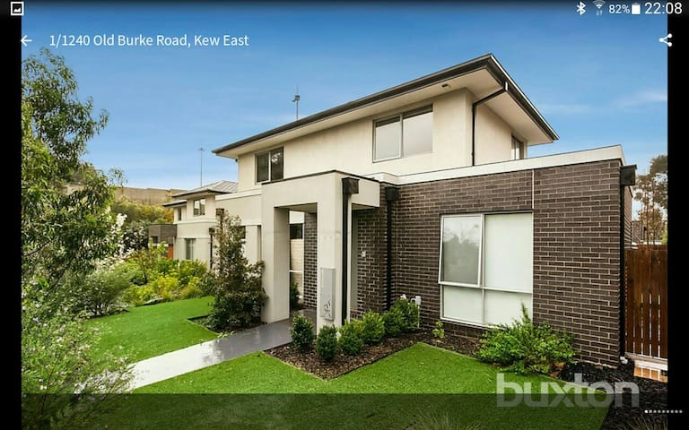 Excellent location in Kew East - Kew East, Victoria, AU - Huis