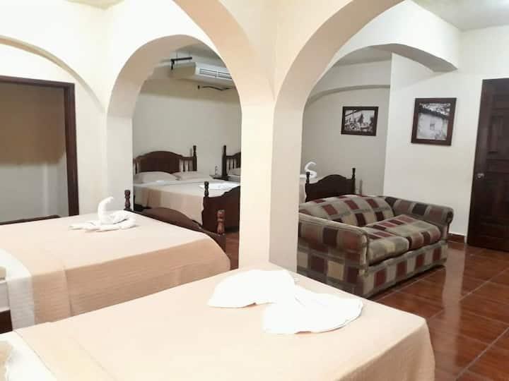 Hotel Alameda Colonial  Habitación cuádruple