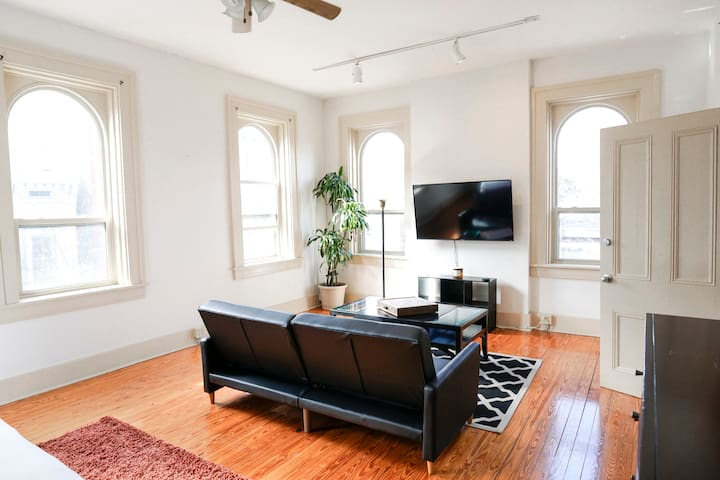 Large/Fully Equipped - Perfect Location in OTR