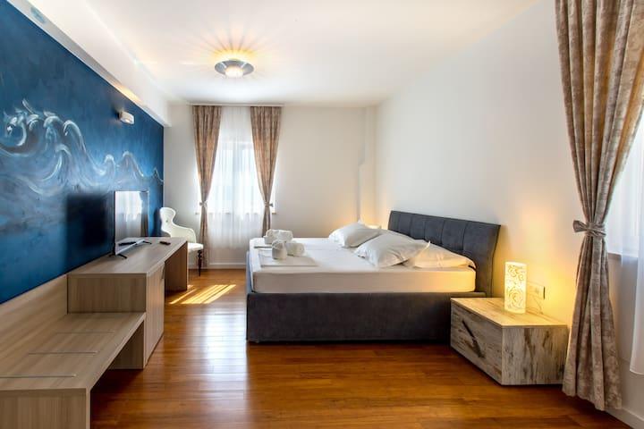 Bedroom No1 with en-suite bathroom, mini bar, flat TV, A/C, a wardrobe and a safe