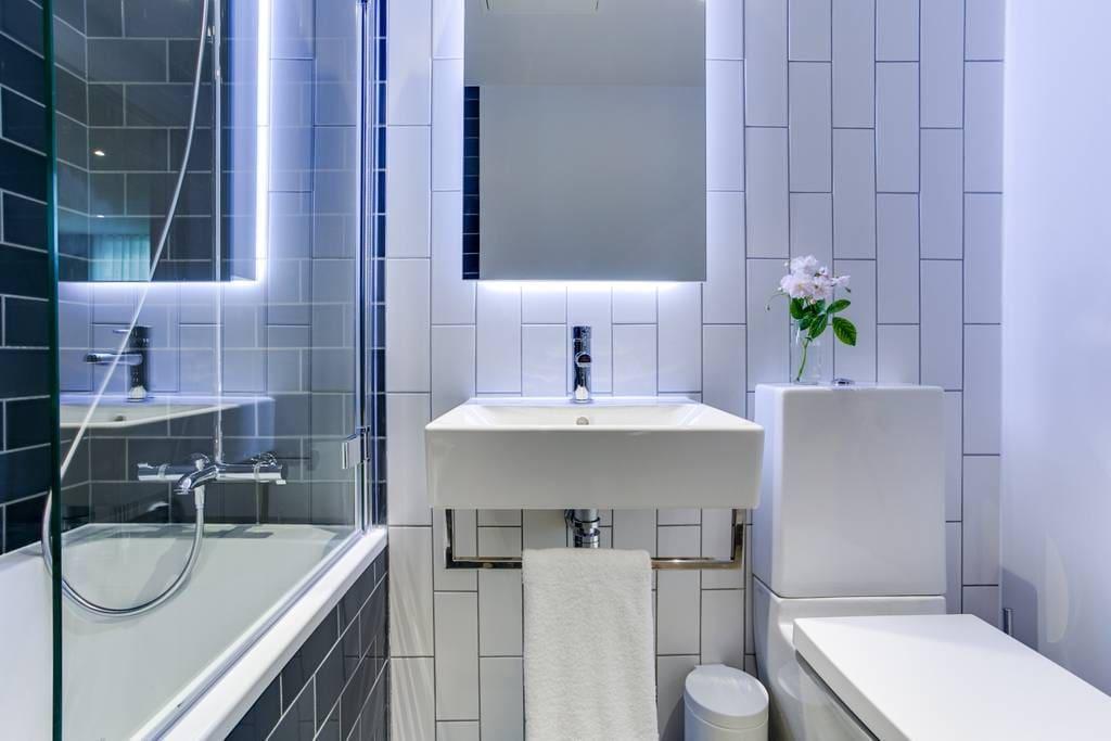 Shared Bathroom 2