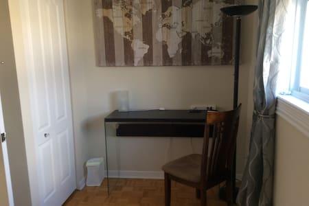 Chambre lit simple - Brossard - Maison