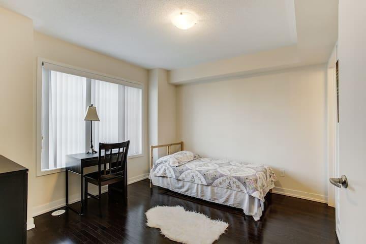 Private 1 Bedroom Apartment near Wonderland