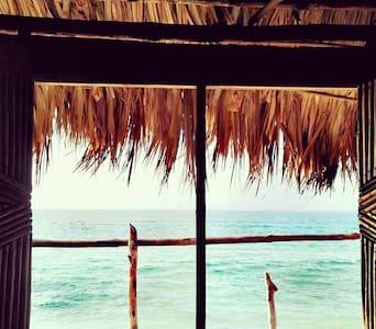 Cabaña privada frente  al mar caribe