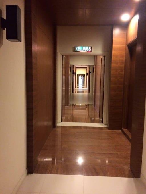 Corridor to apartment .
