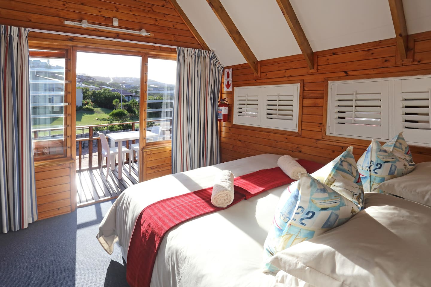 Double bedroom without a sea view.  This cabin face towards the town and not towards the ocean.