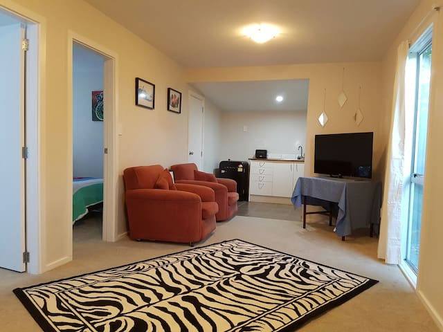 Guesthouse close to train station - Lower Hutt - Dom