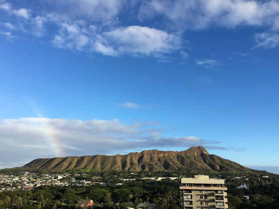 Gorgeous Diamond Head and Ocean View from the lanai.