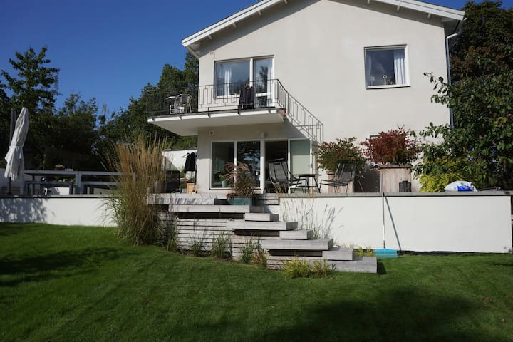 Beautiful 4 BR villa, only 10 min from the city - Nacka