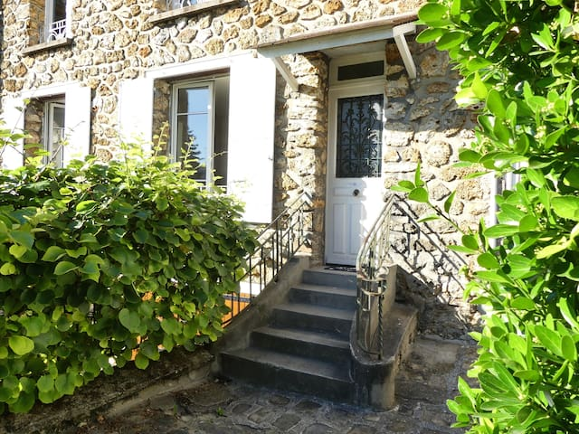 "Charming ""pied à terre"" between Paris and Versaill - Chaville - Huoneisto"