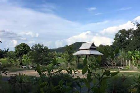 บ้านสวนญาริน Baansuan Yarin - Bed & Breakfast