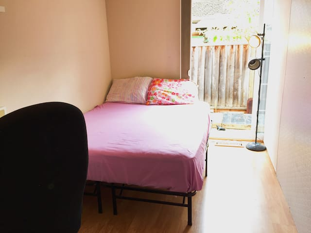 NL1 PRIVATE bedroom,Free Wifi &Parking