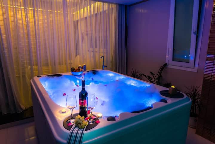 Pervolia - Private luxury Jacuzzi  suite