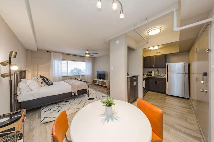 Comfy Studio in the heart of Downtown Nashville